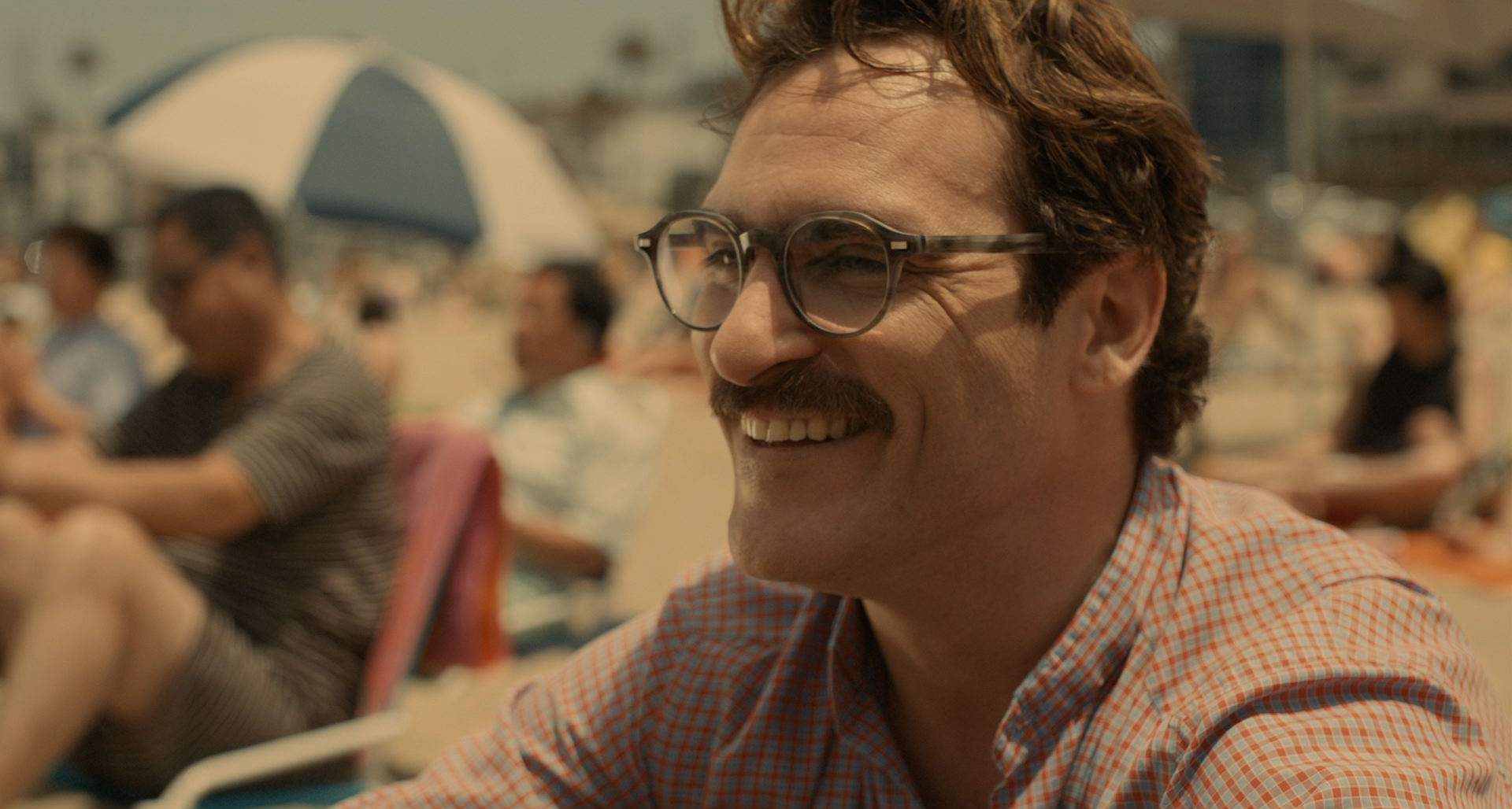 film review of her In spike jonze's postmodern tale of a man who dates his operating system, digital affairs are as sensual – and heartbreaking, as the real thing, writes peter bradshaw.
